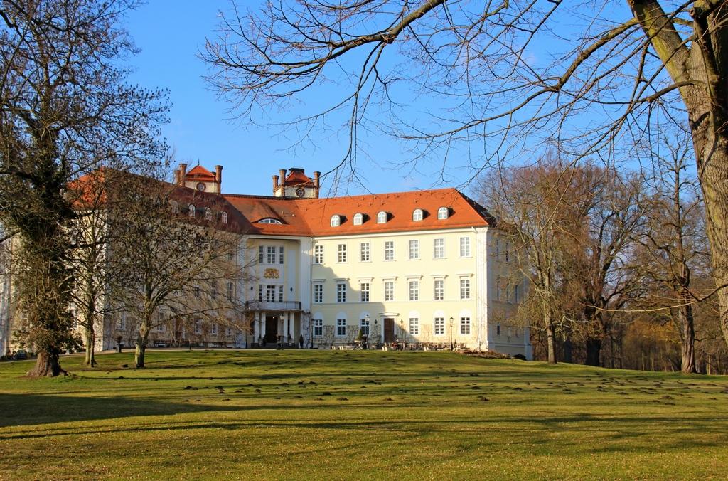 Schloss Lübbenau vom kleinen Schlosspark aus gesehen