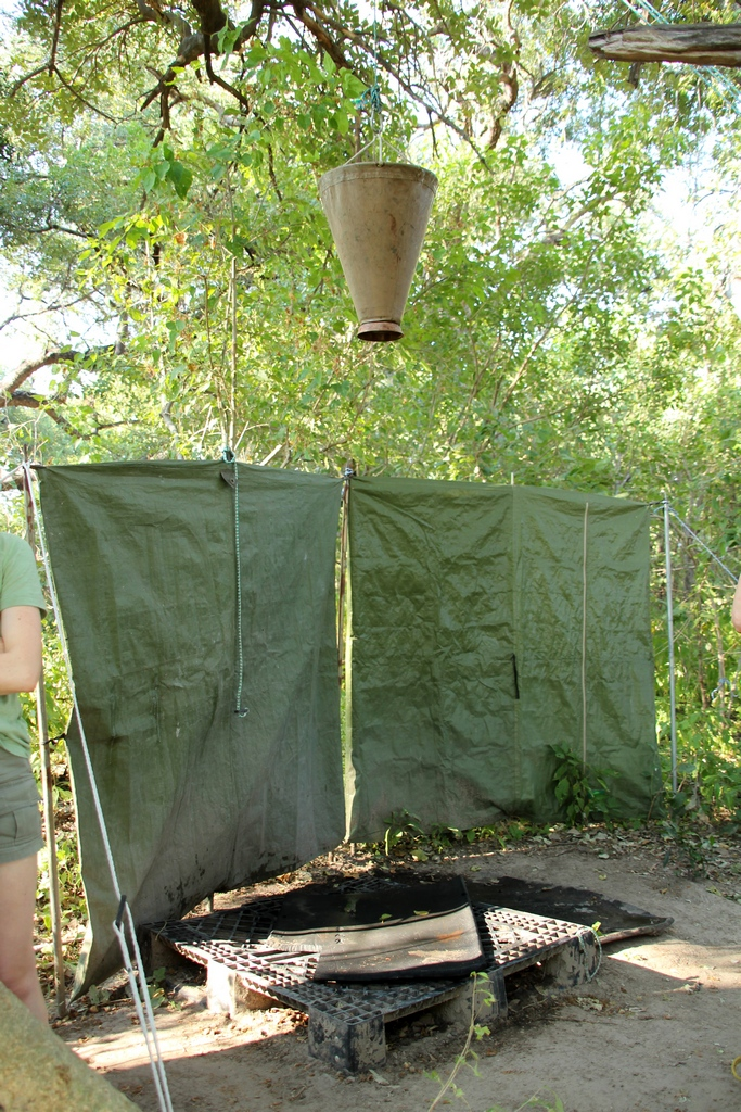 Dusche bei der Safari im Okavango Delta