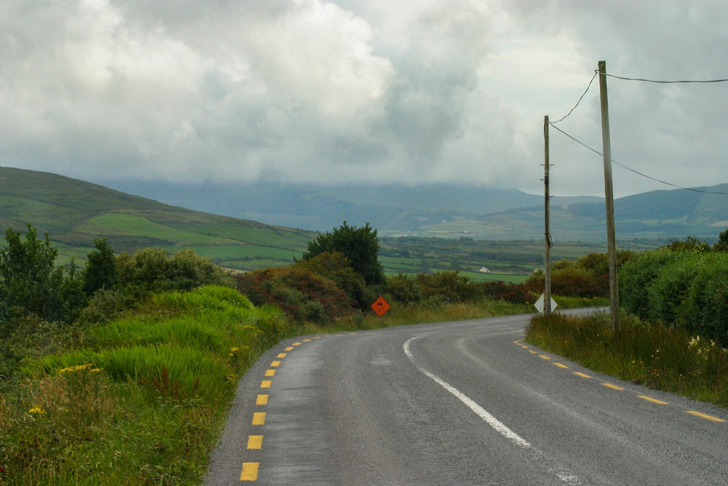Straße des Wild Atllantic Way auf dem Roadtrip in Irland