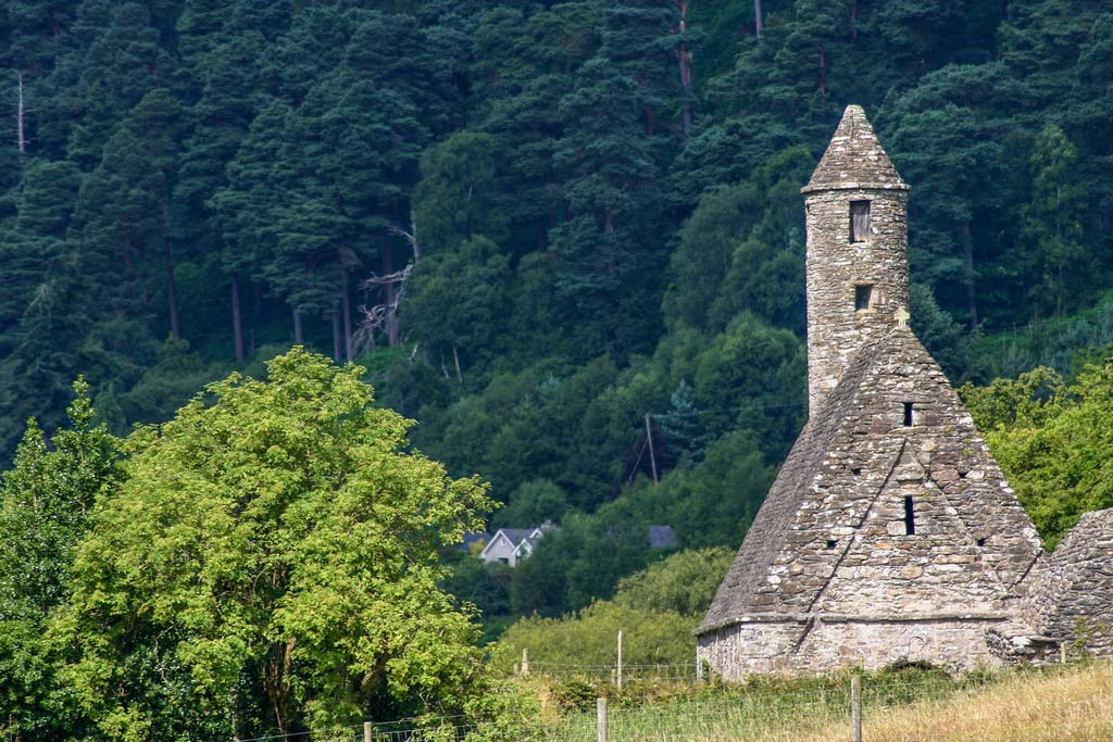 Die Klosteranlage in Glendalough auf dem Roadtrip in Irland