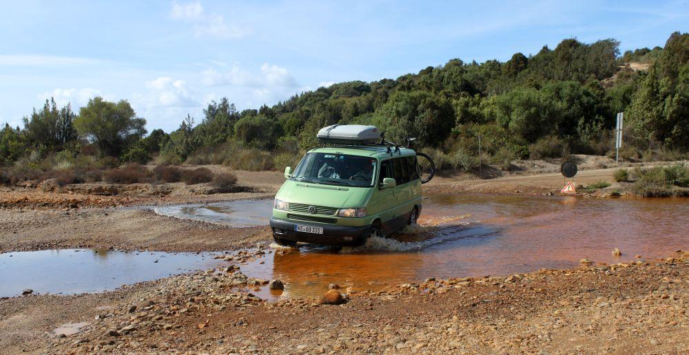 Flussüberquerung auf Sardinien