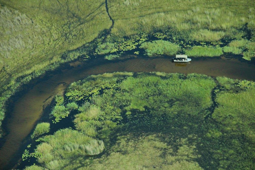 Von den Lodges im Delta kann man auch Ausflüge mit einem Boot unternehmen