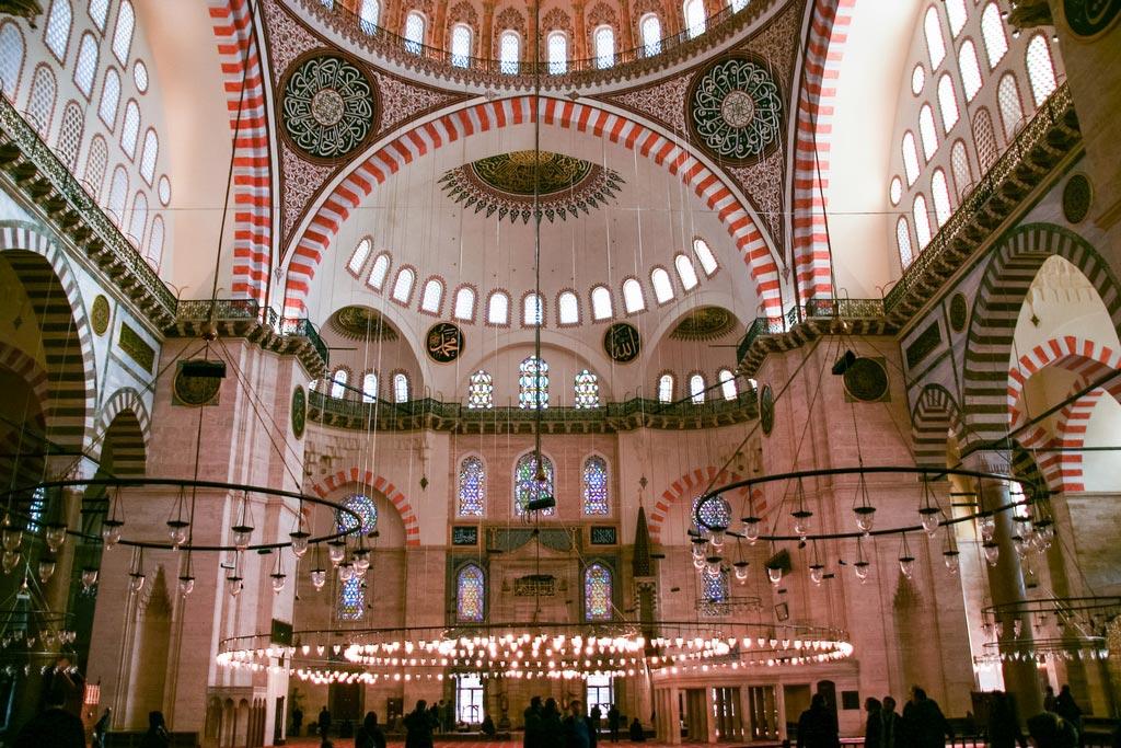 Innenraum der Süleymaniyemoschee in Istanbul