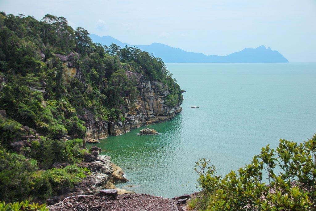Eine abgelegene Bucht im Bako Nationalpark