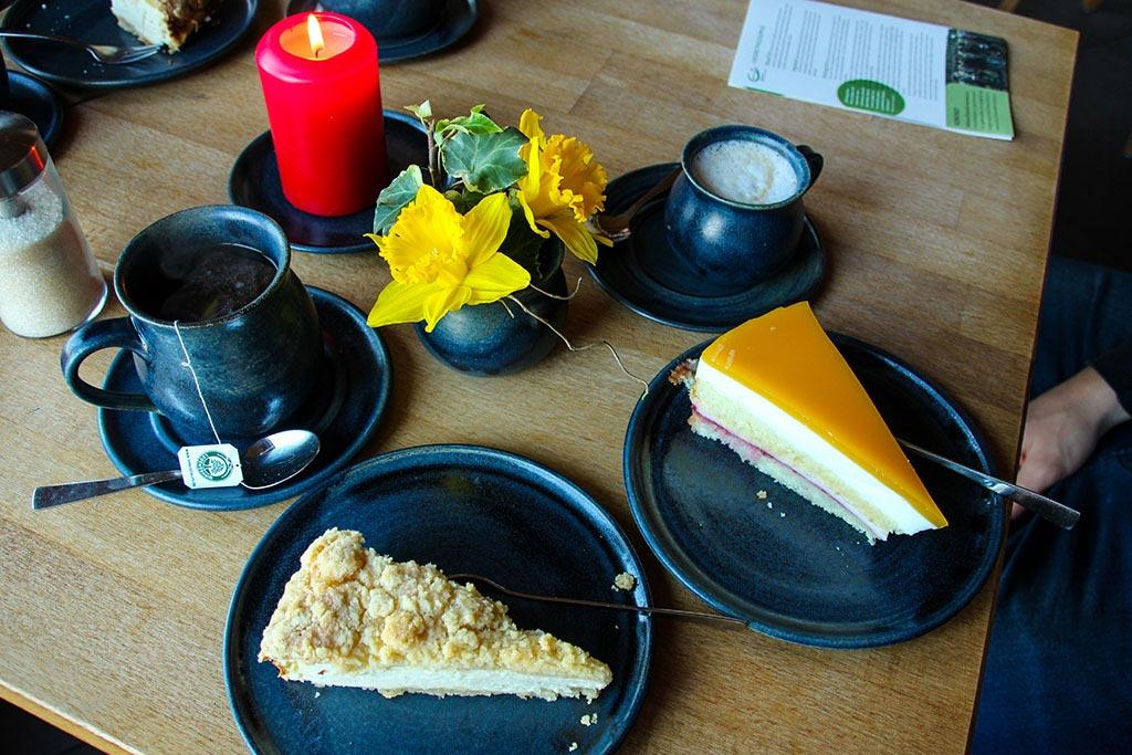 Kaffee und Kuchen im Wiesencafe im Karolinenhof