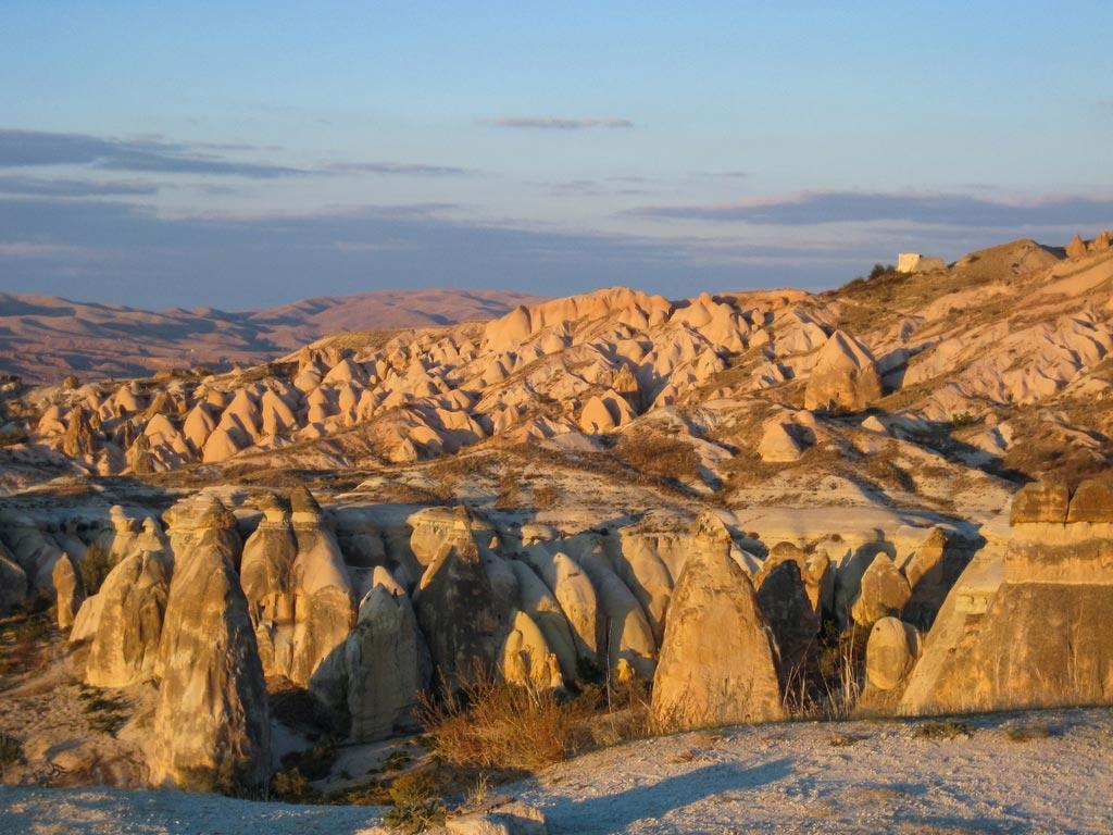 Die Landschaft in Kappadokien ist geprägt von Felsen