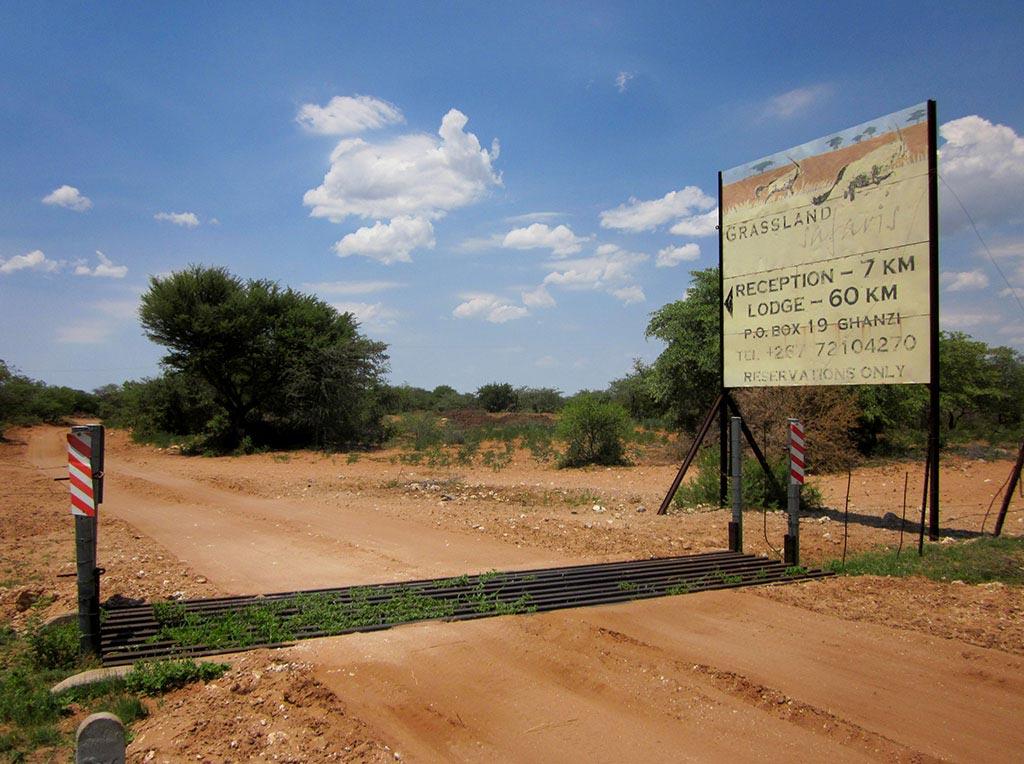 Die Abzweigung der Straße zum Modisa Wildlife Project