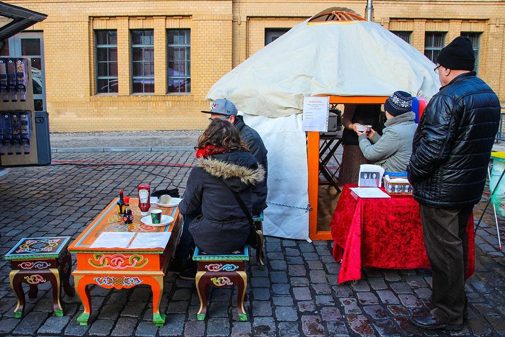 Mongolisches Essen beim Streetfood auf Achse