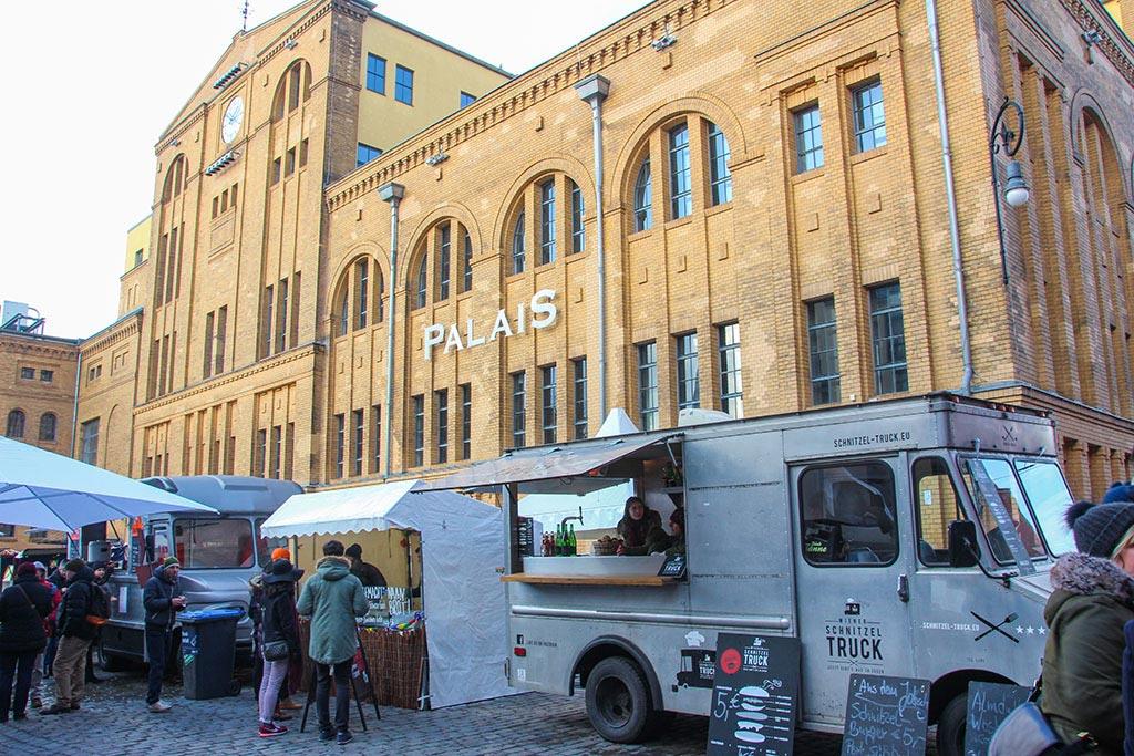 Truck beim Streetfood auf Achse in der Kulturbrauerei