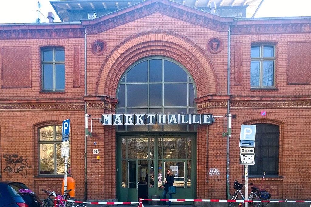 Eingang der Arminiusmarkthalle in Moabit