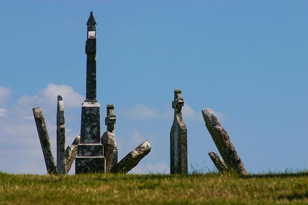 Gräber bei der Klosterruine Clonmacnoise in Irland