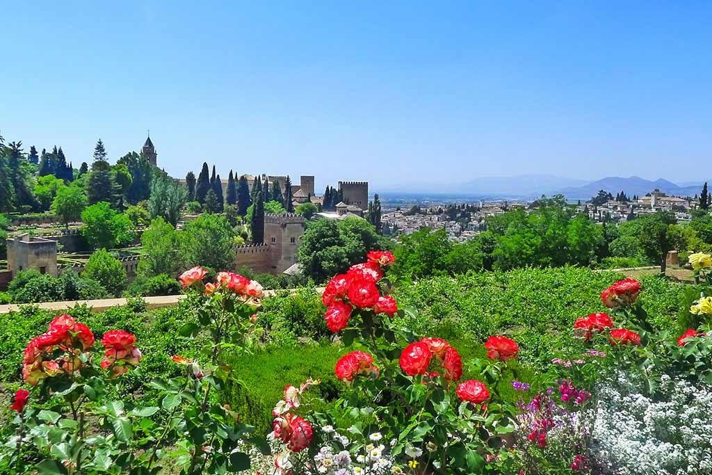 Ausblick über die Gärten der Alhambra